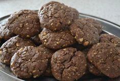 Fotorecept: Čokoládové cookies s ovsenými vločkami Sweet Recipes, Healthy Recipes, Muesli, Pavlova, Crinkles, Easy Meals, Food And Drink, Sweets, Cookies