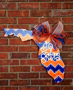 How stinkin' cute?! Florida GATORS Door Hanger by PaintedPriss on Etsy