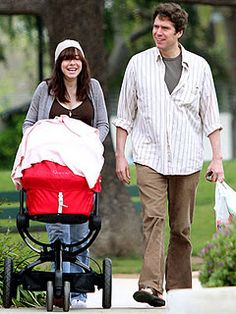 Alyson Hannigan strolls with her Quinny Buzz and Dreami Bassinet.