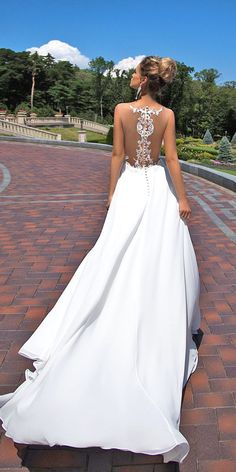 To be honest, looking at this vintage lace backless wedding dresses makes me wonder if I really want a unique vintage lace backless wedding dress or something like this. So gorgeous