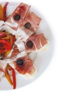 Presunto - Ham Recipes - Platter of crostini with Presunto de Santana da Serrahttp://www.deliportugal.com/en/catalog/ham-61577 #Ham #prosciutto #presunto #delicious