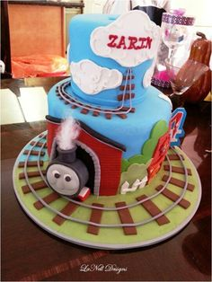 Thomas the Train Cake, Declan would love this :) Thomas Birthday Parties, Thomas The Train Birthday Party, Trains Birthday Party, Train Party, Kid Parties, Boy Birthday, Birthday Ideas, Thomas Train, Childrens Party