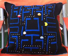 Pacman Pillow free crochet pattern by Kerstin Batz