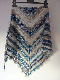 Doux et moëlleux, bleu et taupe, fait main au crochet   Echarpe, foulard,  cravate par kabri c3b52248c53