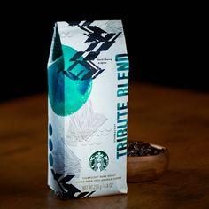 スターバックス トリビュート ブレンド® (2015/02/15〜)◆スパイシーさやハーブ、ダークチェリーの風味としっかりとしたコクが特徴◆スターバックスの歴史において重要な役割を果たし、お客様やバリスタに愛された、4種類の産地、3つの加工法、そして熟成させたコーヒーの全てをひとつにブレンドした、複雑な風味のコーヒーです。