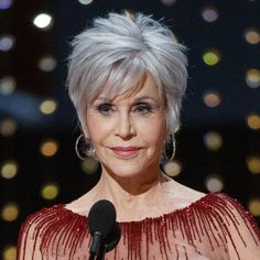Jane Fonda Wanted Gray Hair to Surprise Everyone at the Oscars Glamour Grey Hair Over 50, Short Grey Hair, Short Hair With Layers, Short Hair Cuts For Women, Short Hairstyles For Women, Short Hair Styles, Short Hair Over 50, Short Haircuts Over 50, Hair Cuts For Over 50