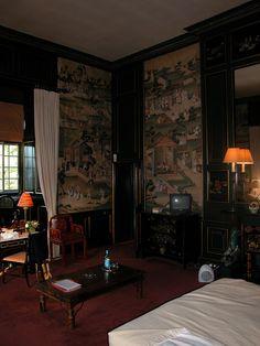 dark chinoiserie bedroom-1