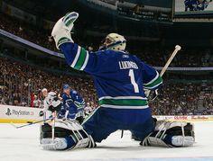I hope Luongo stays on the Canucks, he is still one of the best in the NHL Usa Hockey, Ice Hockey Teams, Hockey Rules, Goalie Gear, Hockey Goalie, Vancouver Canucks, Hockey Shot, Shark Games, Hockey Pictures