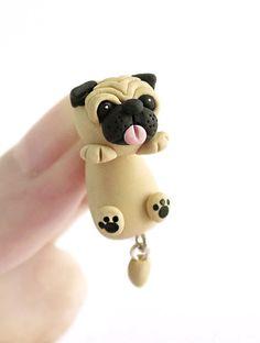 Lindo grasa Pug perro aferrado pendiente pendiente por tinyclaymade
