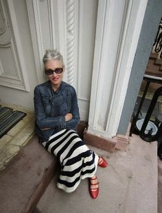 Linda Rodin - fashion over 50 Mature Fashion, Fashion Over 50, Look Fashion, Womens Fashion, Girl Fashion, Mode Ab 50, Mode Simple, Neue Outfits, Moda Chic