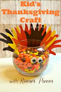 A great Thanksgiving turkey craft for kids and even babies! This one was done with the help of my one year old :o)