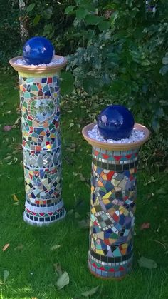 Perfect mosaic projects for garden garden projects Mosaic Garden Art, Mosaic Art, Mosaic Glass, Mosaic Tiles, Mosaic Birdbath, Stained Glass, Garden Crafts, Diy Garden Decor, Garden Projects