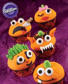 Wilton® Grinning Pumpkin Cupcakes  #wilton #cupcakes #cakedecorating #halloween