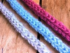 Tricot cordon i-cord facile. Dos agujas cordon i-cord facil, My Crafts and DIY Projects Crochet Lanyard, Crochet Cord, Crochet Stitches, Loom Knitting, Knitting Patterns, Crochet Patterns, Cordon Crochet, Lidia Crochet Tricot, Confection Au Crochet