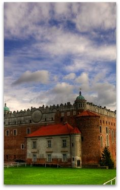 Castle in Golub-Dobrzyn, Poland  |  ☛ ۞ 169° https://de.pinterest.com/boyronaldchaves/poland/