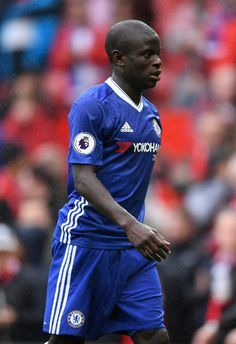 N'Golo Kante Photos - N'Golo Kante of Chelsea looks dejected after the Premier League match between Manchester United and Chelsea at Old Trafford on April 2017 in Manchester, England. - Manchester United v Chelsea - Premier League Chelsea Premier League, English Premier League, Premier League Matches, Manchester United, Manchester England, Chelsea Football, Chelsea Fc, Champion Du Monde Foot, N Golo Kante