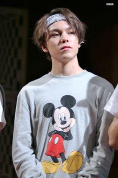 Hansol Vernon Choi 최한솔 (aka Vernon 버논) of the Seventeen 세븐틴 Hip-Hop unit was born February 18, 1998 in New York