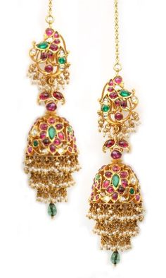 Jhumkas latest jewelry designs - Page 15 of 76 - Indian Jewellery Designs Gold Jhumka Earrings, Jewelry Design Earrings, Gold Earrings Designs, Gold Jewellery Design, Bridal Earrings, Gold Jewelry, Beaded Jewelry, Antique Jewellery, Daisy Jewellery