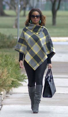 love a plaid poncho! these colors are wrong, though. Curvy Fashion, Plus Size Fashion, Girl Fashion, Fashion Outfits, Womens Fashion, Fashion Clothes, Fall Winter Outfits, Winter Fashion, Estilo Glam