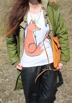 #tshirt #parka #fox #green #black #sporty #streetstyle #rosary #fashionblog #ootd Fox Illustration, Black Sneakers, Parka, Drawstring Backpack, Digital Prints, Personal Style, Sporty, Ootd, Street Style