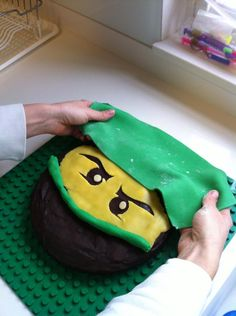 to Make a Lego NinjaGo Birthday Cake Use green Fondant rectangle for top ninja hat. Use a rolled piece for the nose mask.Use green Fondant rectangle for top ninja hat. Use a rolled piece for the nose mask. Ninja Birthday Cake, Ninja Cake, Ninja Birthday Parties, 7th Birthday, Birthday Ideas, Lego Ninjago Cake, Ninjago Party, Nose Mask, Party Cakes