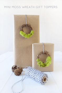Mini Moss Wreath Gift Toppers :: Monthly DIY Challenge - brepurposed