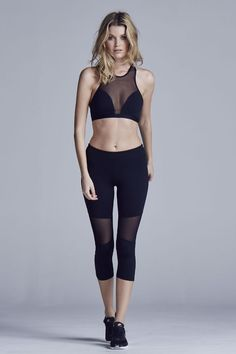 The multi-purpose Aileen tight features moisture wicking, four-way stretch fabric. These ¾ leggings were crafted with flattering mesh paneling and completed with sculpting seam lines, suited for every