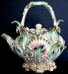 Porcelanowy czajnik do herbaty 3D.