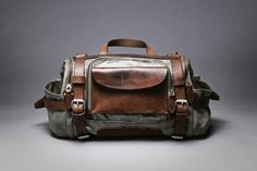 Paratrooper Camera Bag by Wotancraft Atelier Leather bag Leather Overnight Bag, Overnight Bags, Old School Style, Stylish Camera Bags, Retro Mode, Oldschool, Men's Grooming, Leather Craft, Leather Bags