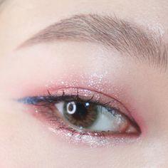 korean makeup looks Korean Makeup Look, Asian Eye Makeup, Edgy Makeup, Smokey Eye Makeup, Makeup Inspo, Makeup Inspiration, Beauty Makeup, Hair Makeup, Makeup Ideas