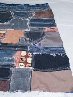 Наша мастерская создает сумки и одежду в стиле «боро». Это оригинальная и самобытная техника работы с текстилем, появившаяся в Японии в давние времена. Теперь многие дизайнеры вдохновляются удивительными японскими текстильными изделиями и создают свои интерпретации на тему. В нашем понимании «boro» — это мозаика из лоскутов ткани, часть из которых используется повторно (recycling).