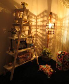 Luminária de Bambu e escada prateleira.
