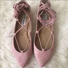 NEW STEVE MADDEN LACE UP FLATS New never worn Steve Madden lace up flats. Dust pink color. Size 9 true to size                     PRICE IS FIRM  FREE gift with purchase   Same/next day shipping. ✈️ Steve Madden Shoes Flats & Loafers