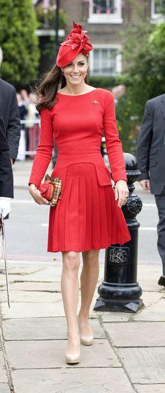 Se trata de Kate Middleton.  Usted podría estar familiarizado con ella.  Ella es casi perfecto.