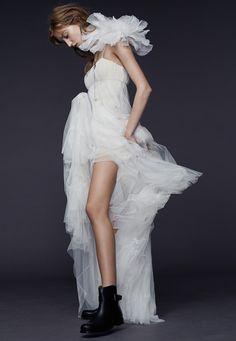 Vera Wang collection 2015 http://www.vogue.fr/mariage/tendances/diaporama/le-meilleur-de-la-bridal-week-automne-2015/20884/image/1108411#!vera-wang-collection-2015