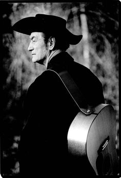 Stompin' Tom Connors live x Edmonton and Saskatoon. A real Canadian. Canadian Things, I Am Canadian, Canadian History, Cool Countries, Countries Of The World, Super Furry Animals, Canada 150, How To Speak French, Prince Edward Island