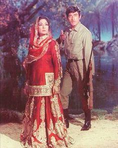 Meena Kumari and Raj kumar (pakeezah Bollywood Suits, Vintage Bollywood, Bollywood Fashion, Bollywood Actress, Indian Bollywood, Bollywood Celebrities, Indian Wedding Planning, Indian Wedding Outfits, Indian Outfits