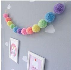 Inspiration: pompons in decoration – Crafts Pom Pom Crafts, Yarn Crafts, Home Crafts, Diy And Crafts, Crafts For Kids, Arts And Crafts, Creation Deco, Ideias Diy, Pom Pom Garland