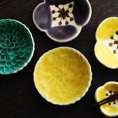 葛西国太郎 色絵 豆皿/かさいくにたろう Japanese Ceramics, Japanese Pottery, Ceramic Clay, Ceramic Pottery, Chopstick Rest, Chinese Patterns, Kitchenware, Tableware, Ceramic Design
