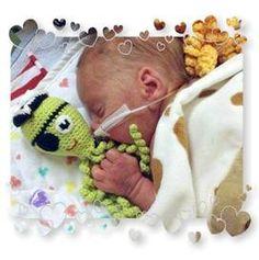 Petite pieuvre en crochet pour bébé prématuré