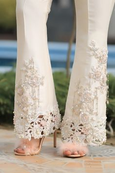Empress Rose Henna Mehndi Source by sabahatrehan dresses h. Empress Rose Henna M Pakistani Dresses Casual, Pakistani Dress Design, Rose Henna, Fashion Pants, Fashion Dresses, Glamour Moda, Sleeves Designs For Dresses, Stylish Dresses For Girls, Kurti Designs Party Wear