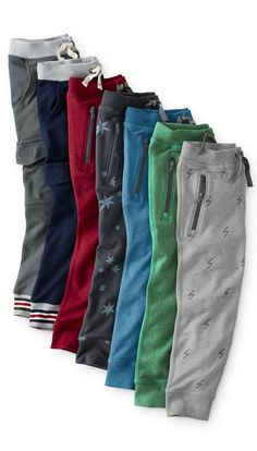 boys slim sweats in 100% cotton. Perfect to stay comfy in school and out of school.