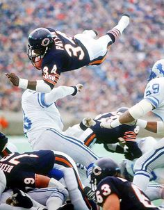 One of the greatest players in NFL history, Walter Payton earned nine Pro Bowl selections and set several rushing records during his 13 years with the Chicago Bears. But Football, Bears Football, Football Players, School Football, Football Rules, Legends Football, Football Images, Football Helmets, Sport Football