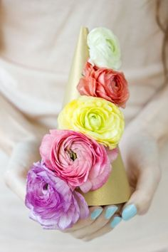 DIY Fresh Flower Party Hats #kollabora #homedec
