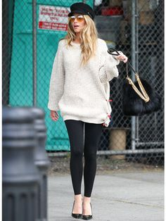 Must Have Staples For Back To School Looks: Blake Lively - Oversized Sweater Sunday Outfits, Fall Outfits, Cute Outfits, Girl Fashion Style, Gossip Girl Fashion, Women's Fashion, Fashion Trends, Style Blake Lively, First Day Of School Outfit