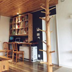 azumirinさんの、棚,カウンター,作業スペース,リノベーション,無垢材,PCスペース,羽目板,犬と暮らす,蓄熱暖房機,抜けない柱,化粧柱,のお部屋写真