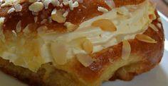 Μπαμπάδες με κρέμα σαντιγί !!! Cookbook Recipes, Cooking Recipes, Greek Pastries, Greek Desserts, Savarin, Happy Foods, Doughnut, Food To Make, French Toast