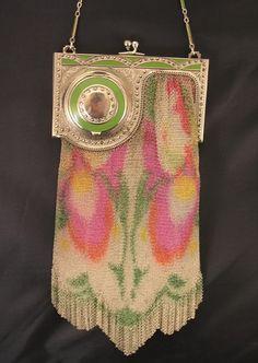 Whiting and Davis Mesh Purse with compact Incredible piece! Vintage Purses, Vintage Bags, Vintage Handbags, Vintage Items, Vintage Outfits, Vintage Fashion, Art Nouveau, Art Deco, Beaded Purses