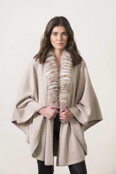 Πλεκτά με γούνα : Beige knitting cape with fur Fur Coat, Detail, Knitting, Sleeves, Jackets, Black, Fashion, Down Jackets, Moda