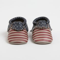Every new baby deserves newborn moccasins from Freshly Picked. The perfect blend of functionality, quality and keepsake, these premium size 0 leather newborn moccasins are an essential. Toddler Fashion, Boy Fashion, Cute Babies, Baby Kids, Freshly Picked Moccasins, Baby Girl Born, Little Man Style, Baby Shower Wishes, Baby Moccasins